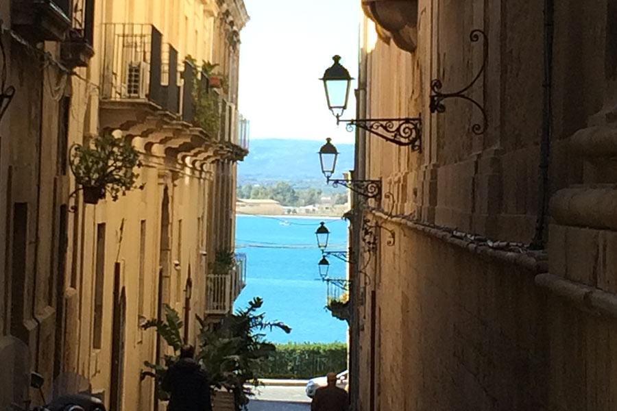 Vicoletto tipico Siracusa, Sicilia