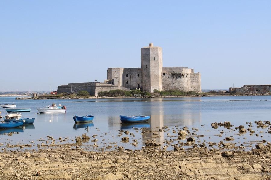 ville-con-piscina-vacanze-sicilia-castello-colombaia