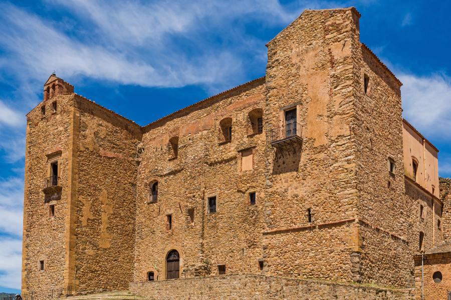 castello-dei-ventimiglia-sicilia